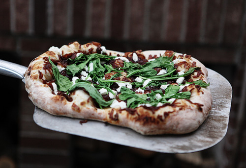Arugula, Red Onion Marmalade & Goat Cheese Pizza}