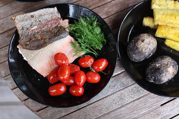 pan-fried salmon and tomatoes